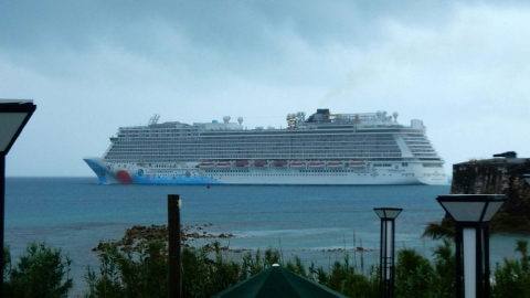 Norwegian Breakaway Sails Through Rough Winter Storm Angering Passengers