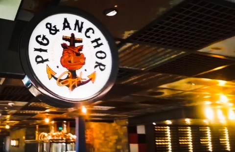 10 Things About Carnival Horizon Guy's Pig & Anchor Bar-B-Que Smokehouse